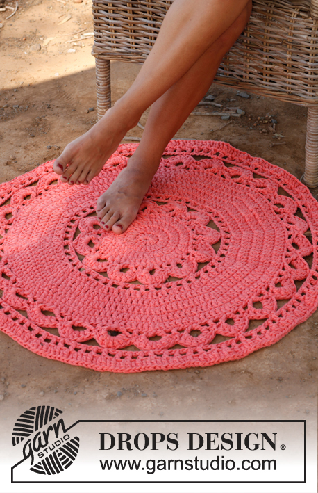 "Edith / DROPS 147-16 - Crochet DROPS round carpet in 3 strands ""Paris""."