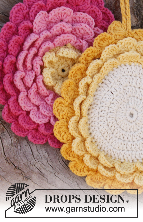 Kitchen Crochet Patterns featured by top US crochet blog, Flamingo Toes: flower potholder