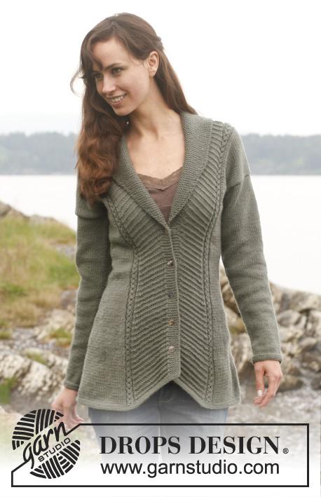 Tanja / DROPS 149-1 - DROPS vypasovaný kabátek s diagonálním vzorem a šálovým límcem pletený z příze Lima.