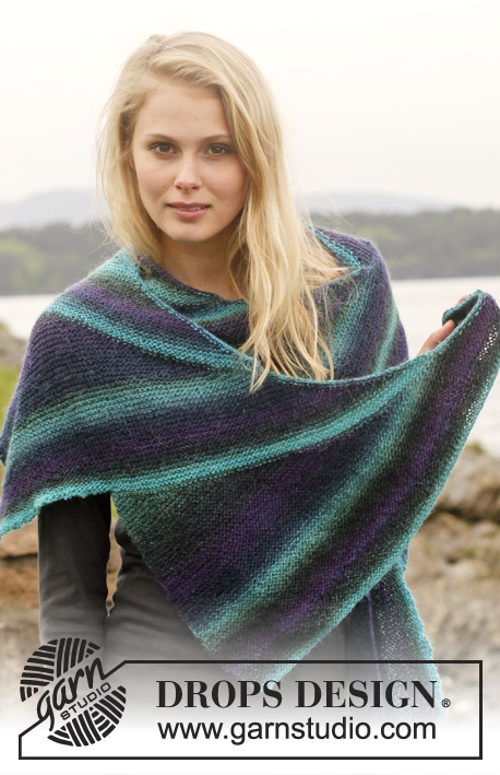 "Crepuscule / DROPS 149-13 - Knitted DROPS shawl with short rows in ""Delight""."