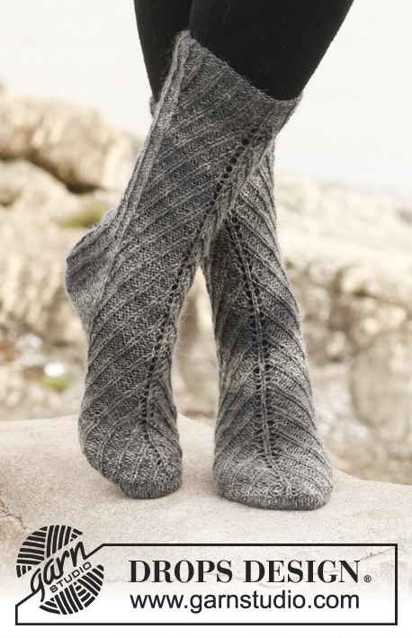 "Herringbone / DROPS 149-23 - Knitted DROPS socks with displacements in ""Delight""."
