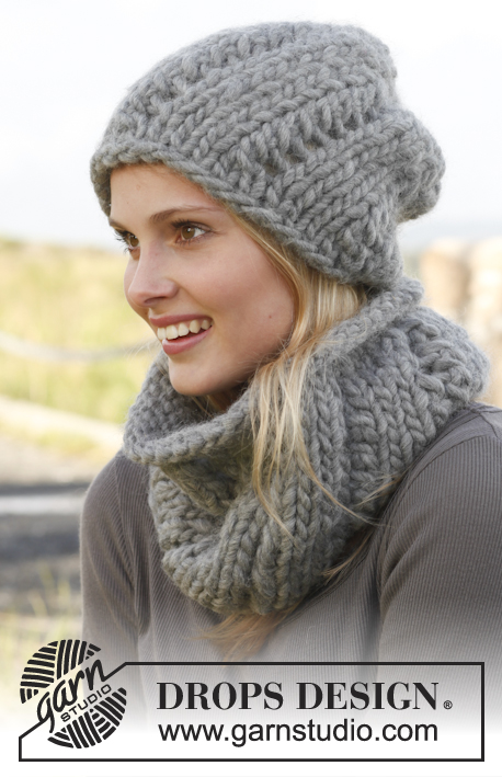 "Sweetness / DROPS 150-29 - Knitted DROPS hat and neck warmer with lace pattern in ""Polaris""."