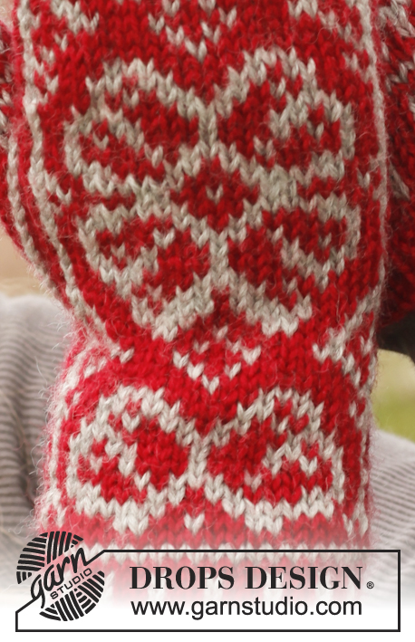 "Winter Rose Gloves / DROPS 150-3 - Knitted DROPS mittens with Nordic pattern in ""Karisma""."