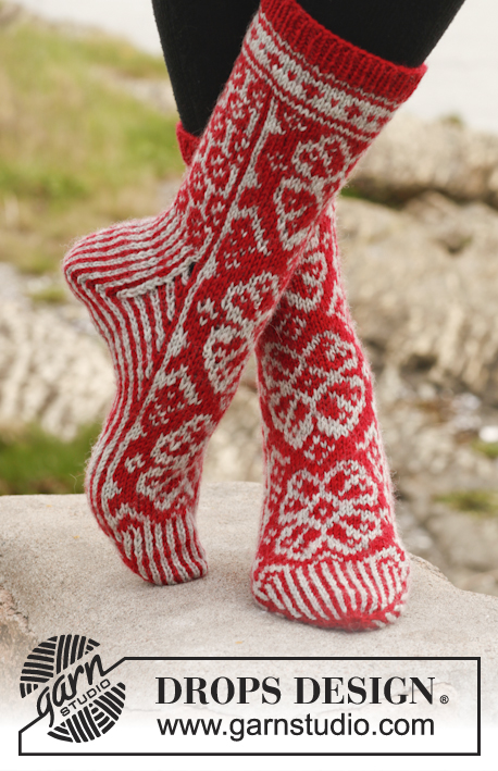 "Winter Rose Socks / DROPS 150-5 - Knitted DROPS toe up socks with Nordic pattern in ""Karisma""."
