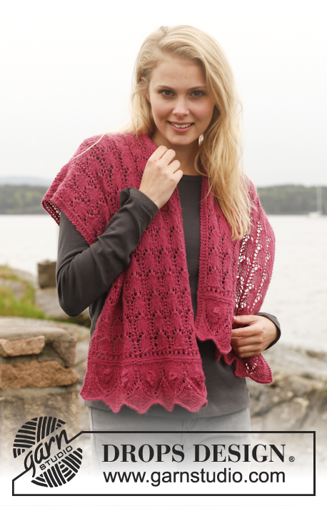 "Raspberry Sorbet / DROPS 151-16 - Knitted DROPS shawl and wrist warmers with lace pattern in ""Alpaca"". Size one-size."