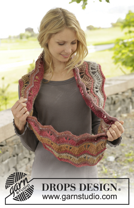 Autumn Waves / DROPS 156-33 - Crochet DROPS neck warmer with lace pattern in Big Delight.