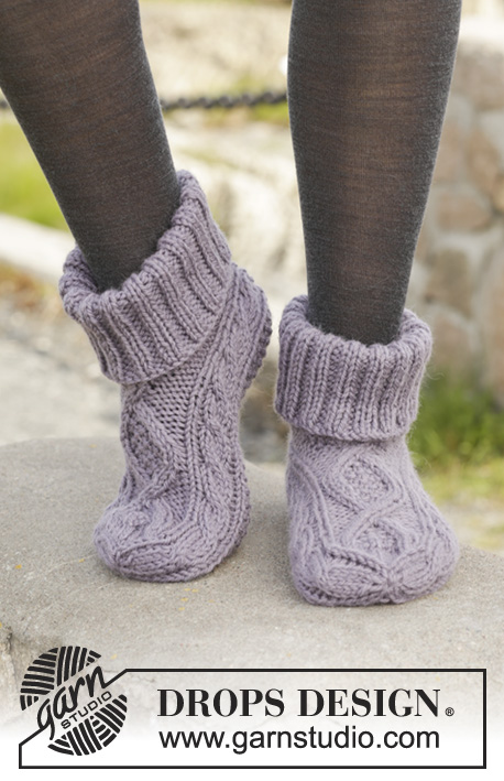 Celtic Dancer / DROPS 156-55 - Knitted DROPS slippers with cables in Nepal.