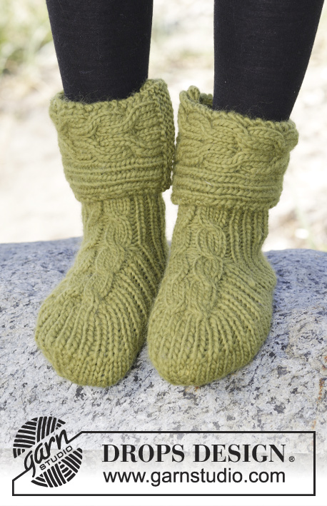 "Forest Steps / DROPS 164-36 - Knitted DROPS slippers with cables and rib in ""Eskimo"". Size 35-42"