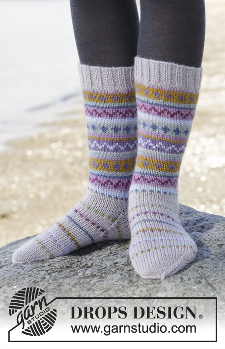 "Sweet As Candy Socks / DROPS 165-6 - Knitted DROPS socks with multi-coloured pattern in borders in ""Karisma"". Size 35-46"