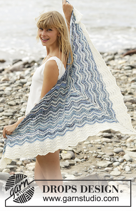"Mer Bleue / DROPS 168-5 - Knitted DROPS shawl with stripes and wave pattern in ""Fabel""."