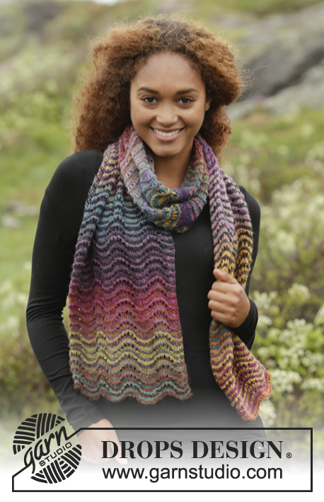 "Rainbow Ripples / DROPS 171-17 - Knitted DROPS scarf with stripes and wave pattern in ""Delight""."