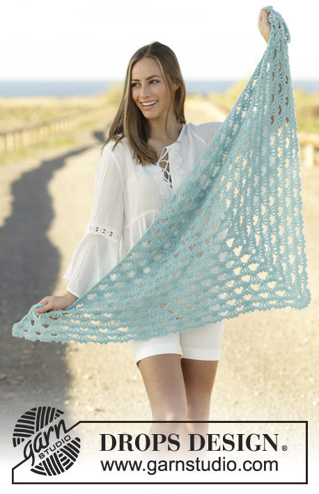 Calandria / DROPS 175-21 - Crochet shawl with fan pattern in DROPS BabyMerino and DROPS Brushed Alpaca Silk, worked top down.