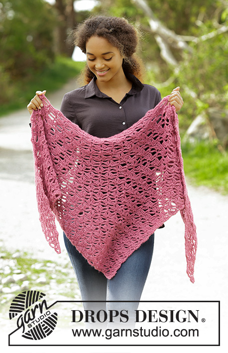 Paradis / DROPS 179-17 - Shawl with fan pattern, worked from tip and up.