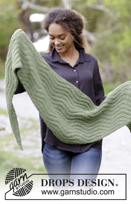 Green Sea / DROPS 180-26 - Set consists of: Knitted shawl and wrist warmers with zig-zag.
