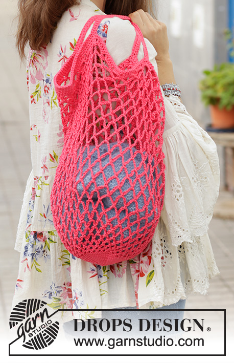 Sugar Mesh / DROPS 187-17 - Crocheted shopping net/tote bag with chain-spaces. Piece is crocheted bottom up in DROPS Muskat.