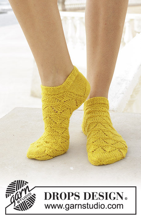 Sun Dance / DROPS 189-24 - Knitted socks with lace pattern. Sizes 35 - 43. The piece is worked in DROPS Flora.