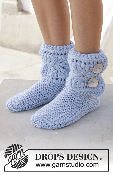 Fia / DROPS 189-33 - Knitted slippers with lace pattern and garter stitch. The piece is worked in DROPS Eskimo.