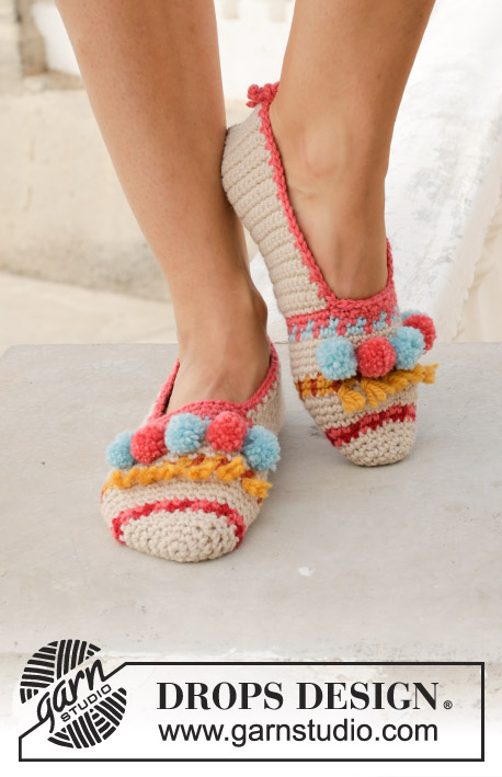 Let's Party / DROPS 189-35 - Crocheted slippers with multi-colored pattern, fringes and pompoms. Piece is crocheted in DROPS Nepal.