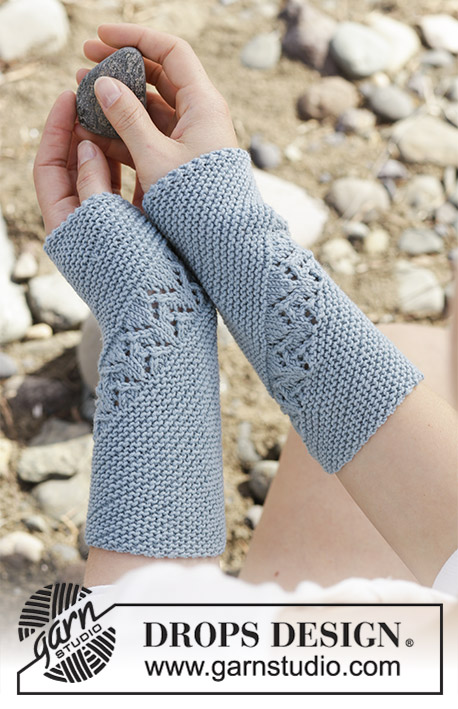 Saskia / DROPS 190-34 - Knitted wrist warmers with garter stitch and lace pattern, worked diagonally. The piece is worked in DROPS BabyMerino.