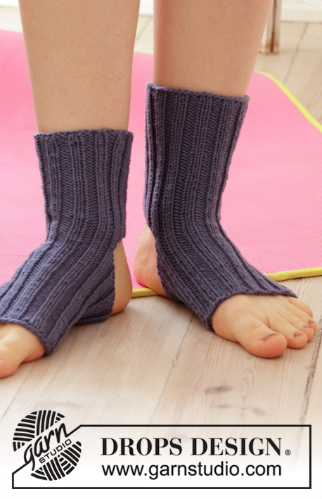 Let's Do It! / DROPS 193-22 - Knitted socks in DROPS Merino Extra Fine. Piece is knitted top down with rib. Theme: yoga.