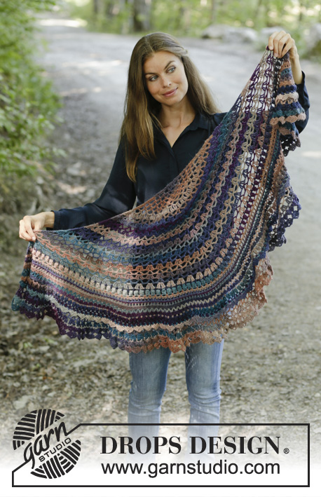 Alberta Autumn / DROPS 197-30 - Crocheted shawl in DROPS Delight. Piece is crocheted top down with lace pattern and fans.
