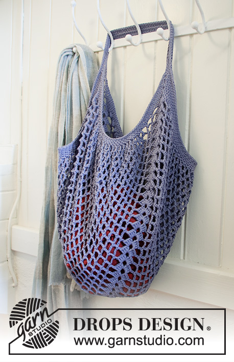 Pacific Blues / DROPS 199-15 - Crocheted bag in DROPS Cotton Light. The piece is worked in the round with chain-spaces and double crochet groups.