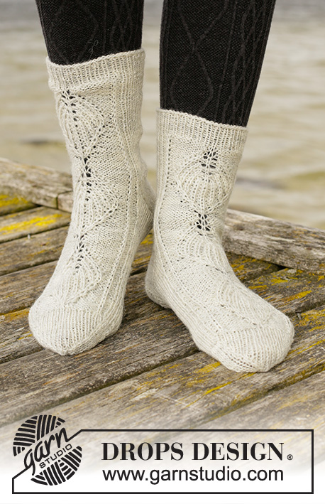 Mermaid Tales / DROPS 203-32 - Knitted socks in DROPS Fabel. The piece is worked top down with leaf pattern in False Fisherman's rib. Sizes 35 - 43.