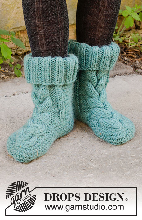 Mountain Meanderings / DROPS 203-34 - Knitted slippers with cables in DROPS Eskimo. Size: 35-43.