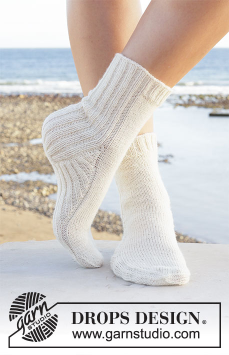 White Dunes / DROPS 209-22 - Knitted socks in DROPS Fabel. The piece is worked top down with stockinette stitch and rib. Sizes 35 – 43 = 5 – 10 1/2.