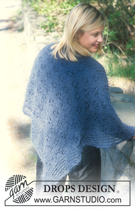 "DROPS 71-21 - Triangular DROPS shawl in ""Vivaldi"" with lace pattern."