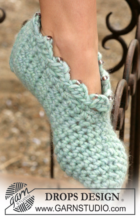 DROPS 98-25 - DROPS Crochet slippers in Eskimo