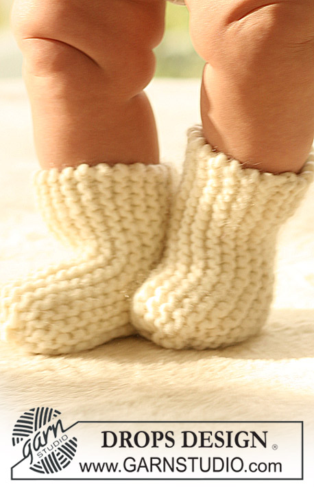 Wiggle Socks / DROPS Baby 17-8 - Knitted socks in garter st for baby and children in DROPS Eskimo