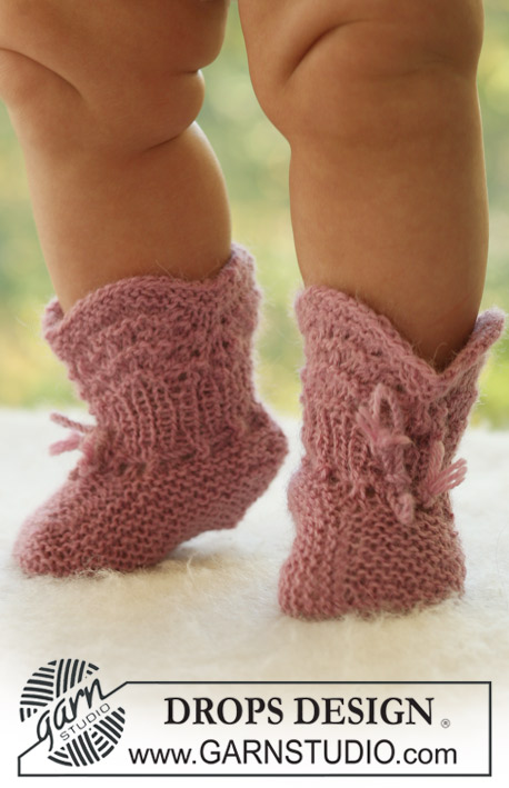 Roly Poly Socks / DROPS Baby 18-24 - Knitted booties with lace pattern for baby and children in DROPS Alpaca