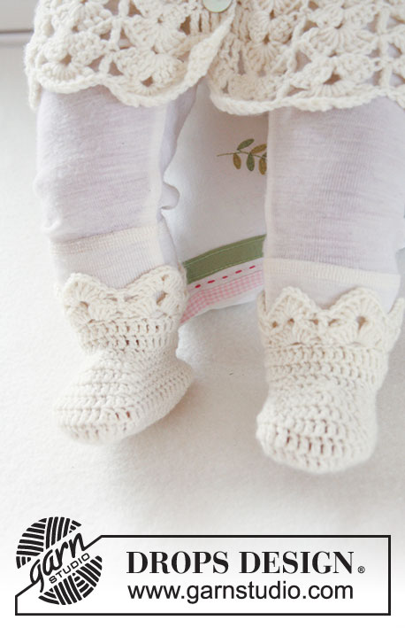 Sweet Buttercup Socks / DROPS Baby 19-9 - Crochet booties with fan pattern for baby and children in DROPS BabyMerino