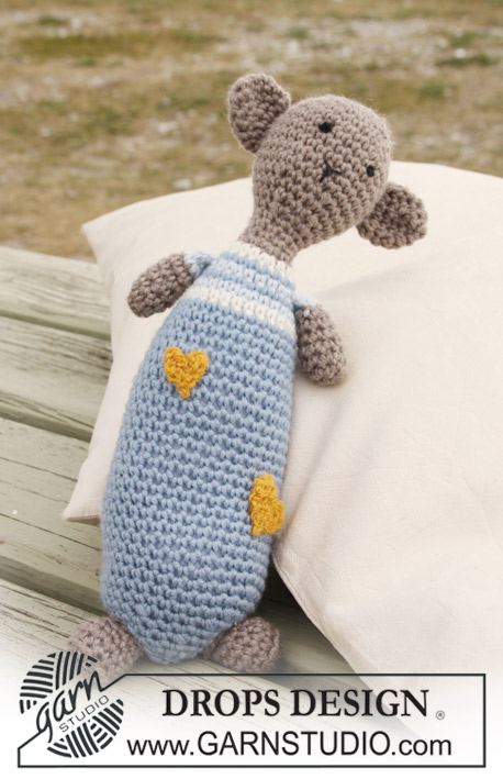 Hug Buddy / DROPS Baby 20-26 - Crochet teddy bear toy in DROPS Merino Extra Fine with hearts in DROPS Fabel