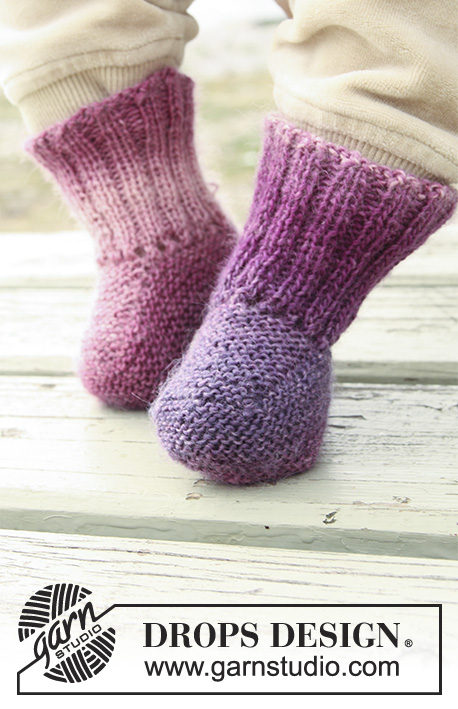 Sweet Evelina Socks / DROPS Baby 20-3 - Free knitting patterns by DROPS Design