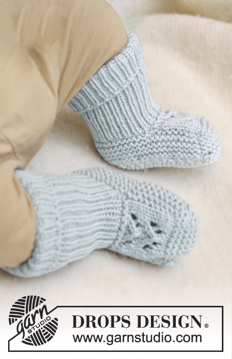McDreamy Booties / DROPS Baby 21-16 - Knitted booties with lace pattern for baby and children in DROPS Merino Extra Fine