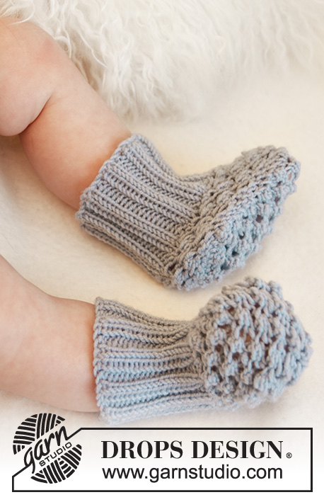 Blueberry Booties / DROPS Baby 21-25 - Knitted socks with blackberry pattern for baby and children in DROPS Alpaca