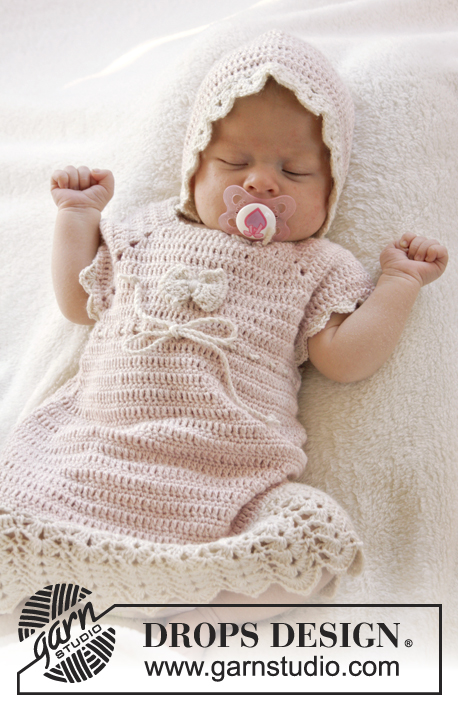 Beth / DROPS Baby 25-16 - Crochet baby dress with raglan, short sleeves and fan edges, worked top down in DROPS BabyAlpaca Silk. Size 0-4 years