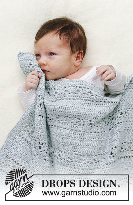 Sleepy Times / DROPS Baby 29-15 - Baby blanket with lace pattern.