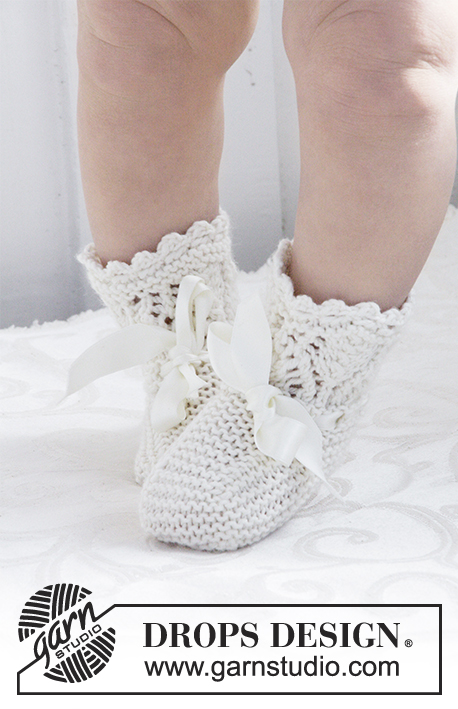 My Fairy Booties / DROPS Baby 29-2 - Knitted baby socks with lace pattern for Christening or special occasions in DROPS Cotton Merino. Sizes 15 -23.