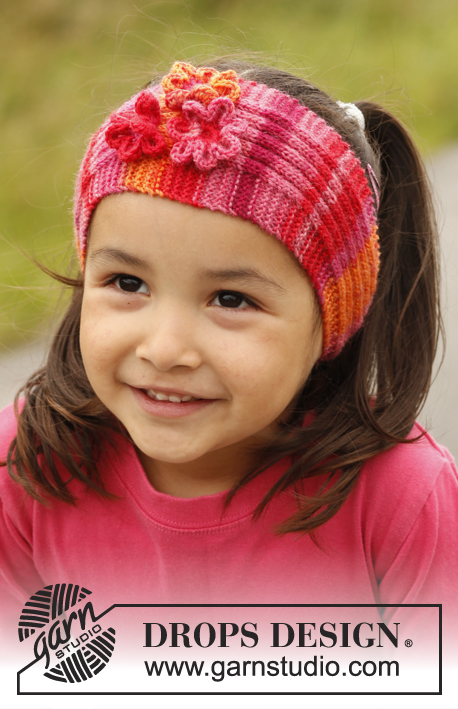 Posie / DROPS Children 22-12 - Knitted head band in rib with crochet flowers, in DROPS Fabel. Size children 3 to 12 years.