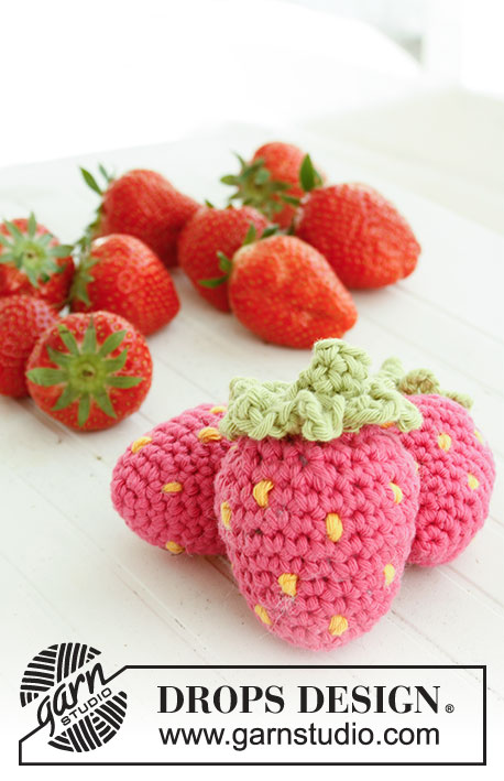 Berrylicious / DROPS Children 23-59 - Fraise crocheté en DROPS Paris.