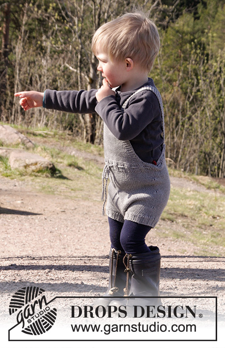 The Little Lumberjack / DROPS Children 27-11 - Strikkede shorts med smæk og sele i DROPS Cotton Merino til baby str 1 - 24 måneder.