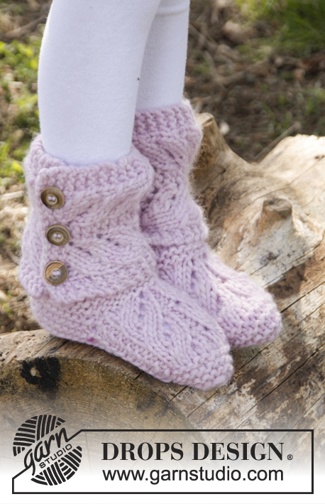 Strawberry Pudding / DROPS Children 27-28 - Knitted children slippers in garter st with lace pattern in DROPS Eskimo. Size 20 - 37