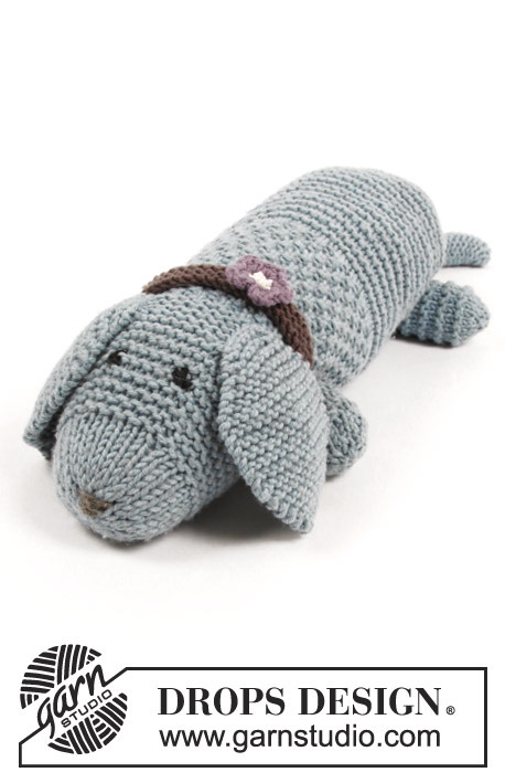 Allie Woof the Dog / DROPS Children 30-24 - Knitted toy dog in garter stitch and moss stitch, with collar. The piece is worked in DROPS Big Merino.