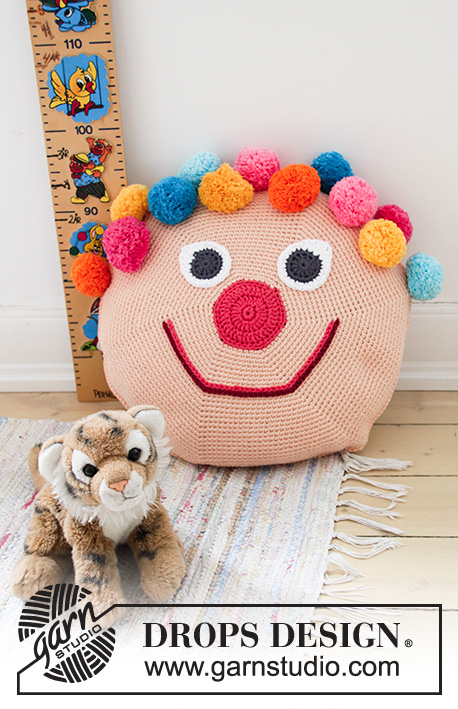 Bongo the Clown Pillow / DROPS Children 35-1 - DROPS Paris lõngast ringselt heegeldatud tuttidega kloun / laste padi