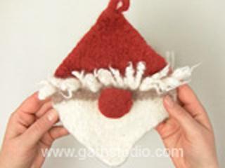 Gefilzte Drops Weihnachtsmann Topflappen Haare Und Nase Anbringen